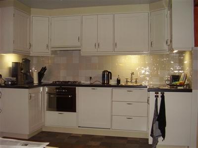 Keuken ontwerpen maken en plaatsen cock smit voor aftimmeren en zo - Keuken glas werkplaats ...